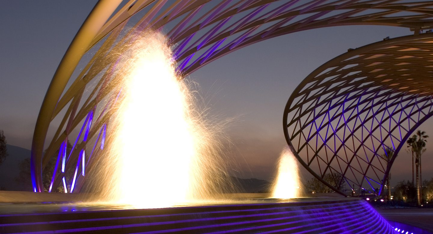 Water show architecture in the desert
